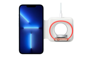带保护壳的苹果 iPhone 13 Pro 无法与 MagSafe Duo 充电器完全贴合