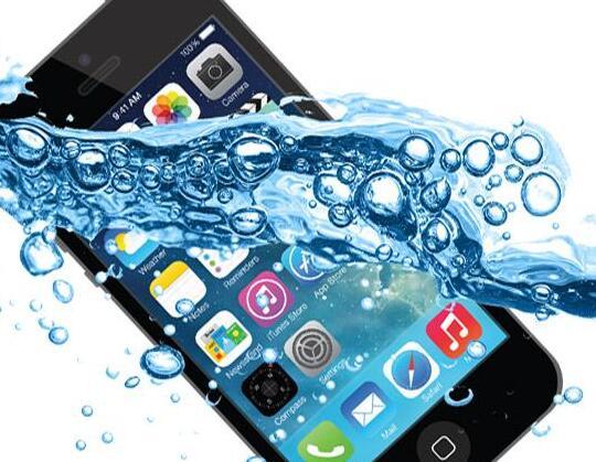 老年手机进水了有什么方法,手机进水了怎么处理比较好?